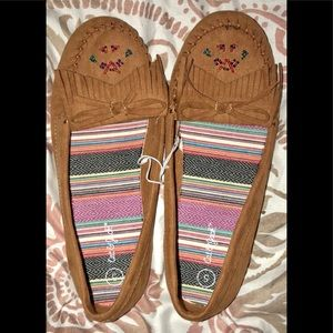 Cat and Jack moccasins size 5 little girls NWOT!